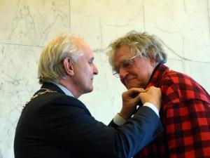 Burgemeester Broertjes en Harrie Geelen.